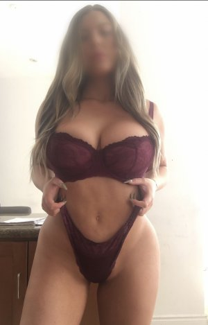 Hadria vip escorts in Midwest City