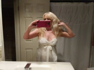 Melyn escort in North Liberty